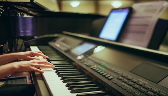 Yamaha digital piano keyboard