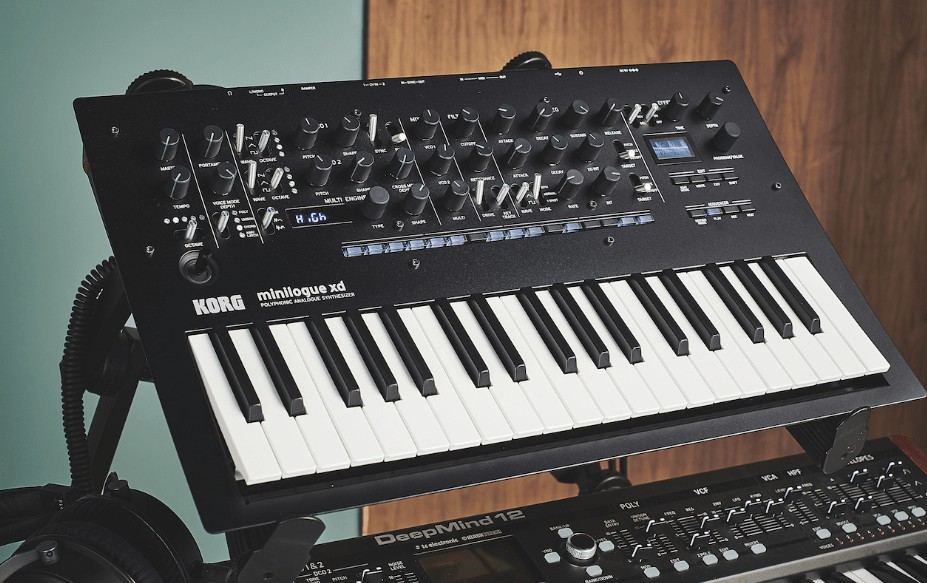 synthesizer vs keyboard